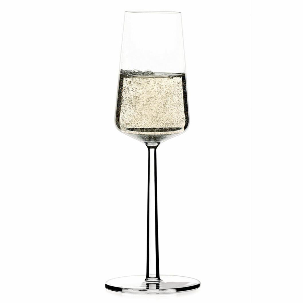 <strong>BOBLER:</strong> Essence champagneglass fra Ittala (200 kroner for to, scandinaviandesigncenter.no) Foto: Produsentene