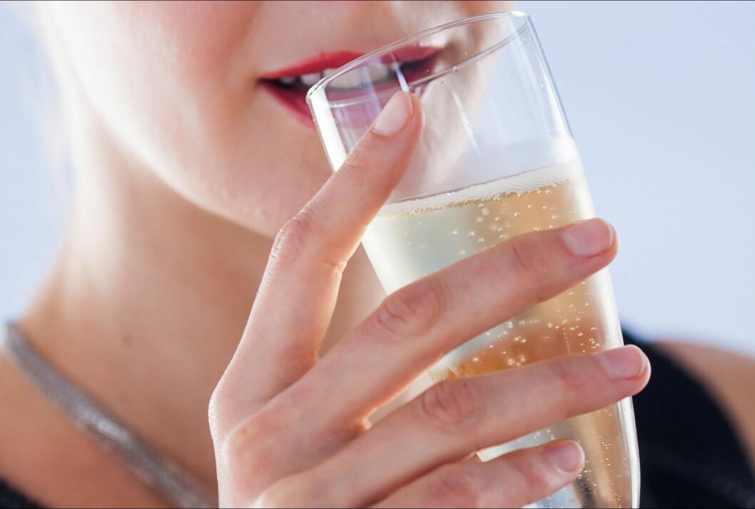 <strong>KUN DET YTRE:</strong> De tradisjonelle champagneglassene er fine å se på, men er helt katastrofe for smak og duft. Foto: All Over Press