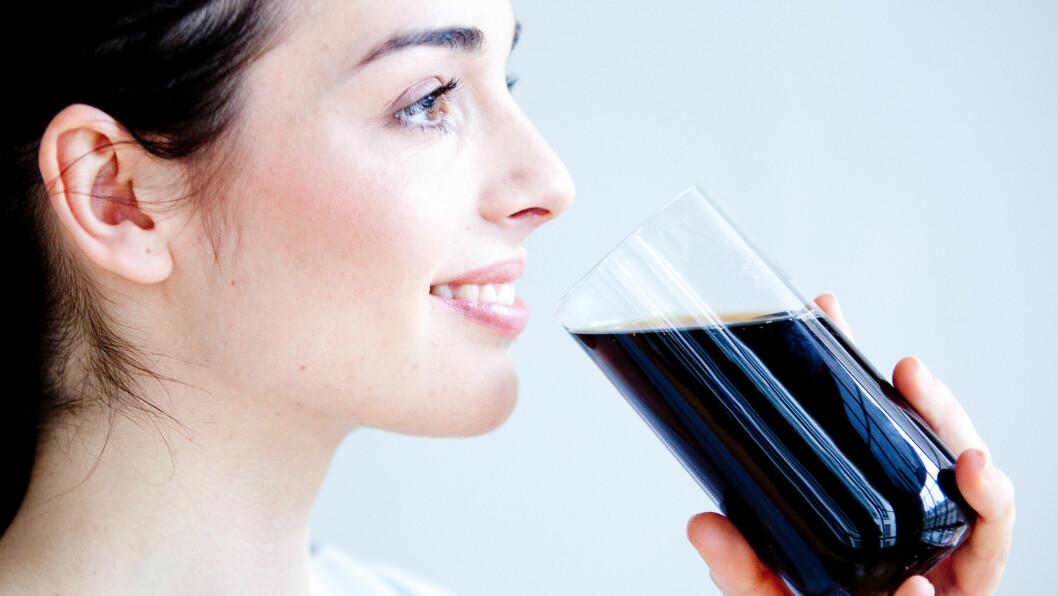BRUS MED SUKKER: Ny forskning viser at det kan være enda en grunn til å drikke sukkerholdig brus med måte.  Foto: REX/Garo/Phanie/All Over Press