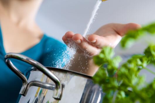 LAG MATEN SELV: Da får du større kontroll på saltinnholdet i maten. Ferdiglaget mat inneholder ofte mye salt.  Foto: Fotolia