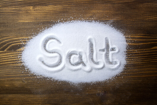 FOR SALT: Siden maten vi spise ofte inneholder for mye salt, trenger vi sjeldent å tenke på salttilførselen, mener Helsedirektoratet.  Foto: Fotolia