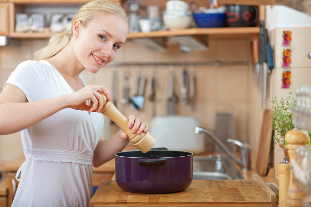 SPIS MINDRE SALT: Du bør heller redusere saltinntaket ditt fremfor å tenke hvilke salttyper som er sunnest. Foto: Fotolia