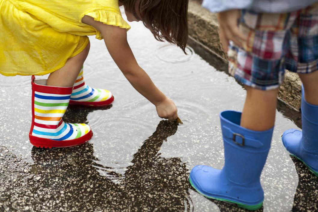 FTALATER: Hormonet gjør plast mykt og finnes blant annet i regntøy. Foto: All Over Press