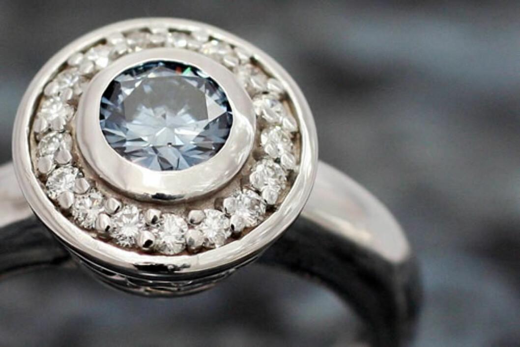 <strong>DIAMANTRING:</strong> Begravelsesbyrået Den siste reisen tilbyr å lage diamanter av asken til avdøde.  Foto: Den siste reisen