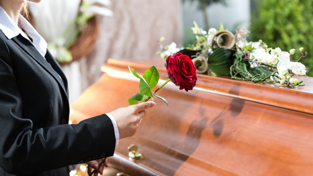 <strong>DØDSFALL:</strong> Hva ville du valgt? Begravelse eller kremasjon? Ifølge eksperten er det fortsatt flest som går for begravelse.  Foto: Kzenon - Fotolia