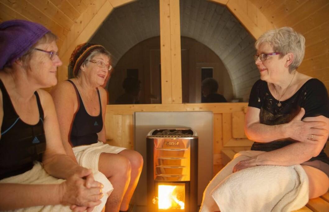 Badstue: Etter en time i stampen er det tid for en deilig badstue. Fra v: Tordis Bjørke, Elisabeth Alme og Liv Inger Lied Stenhaug.