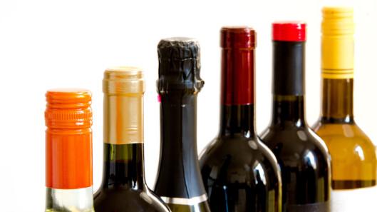 <strong>FORDELEN MED SKRUKORK:</strong> Vin med skrukork har nok sjeldnere feil fordi det kommer lite oksygen til vinen og fordi én av kildene til korksmak er fjernet, ifølge Anders Roås Stueland i Vinmonopolet. Foto: puckillustrations - Fotolia