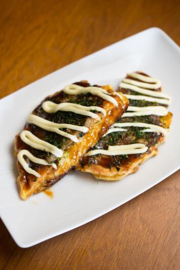 JAPANSK FAVORITT: Okonomiyaki har bredt om seg i Vesten, men er ikke så kjent i Norge ennå. Foto: runin - Fotolia
