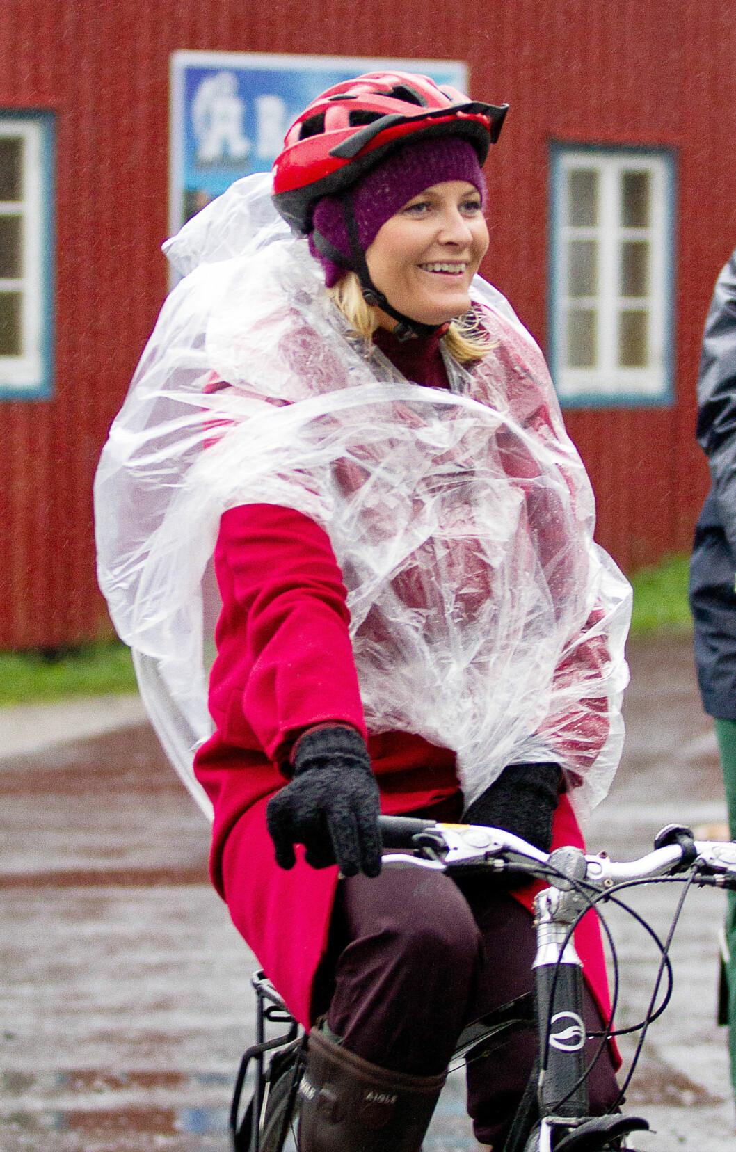 TOPP UNDER SYKKELHJELMEN: Luen funker i all slags vær, og er stor nok til å ha under sykkelhjelmen. Foto: All Over Press