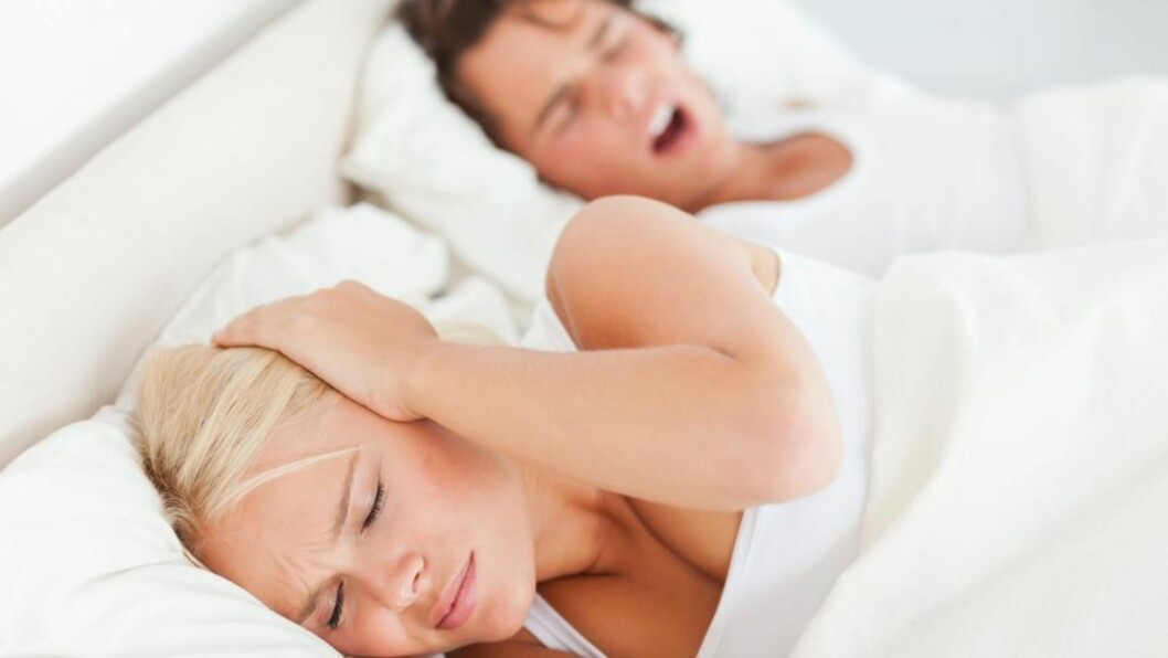 <strong>SNORKER HAN SOM EN DAMPVEIVALS?:</strong> Dersom han snorker veldig høyt, bør du sende søvntyven din til en lege.  Foto: PantherMedia