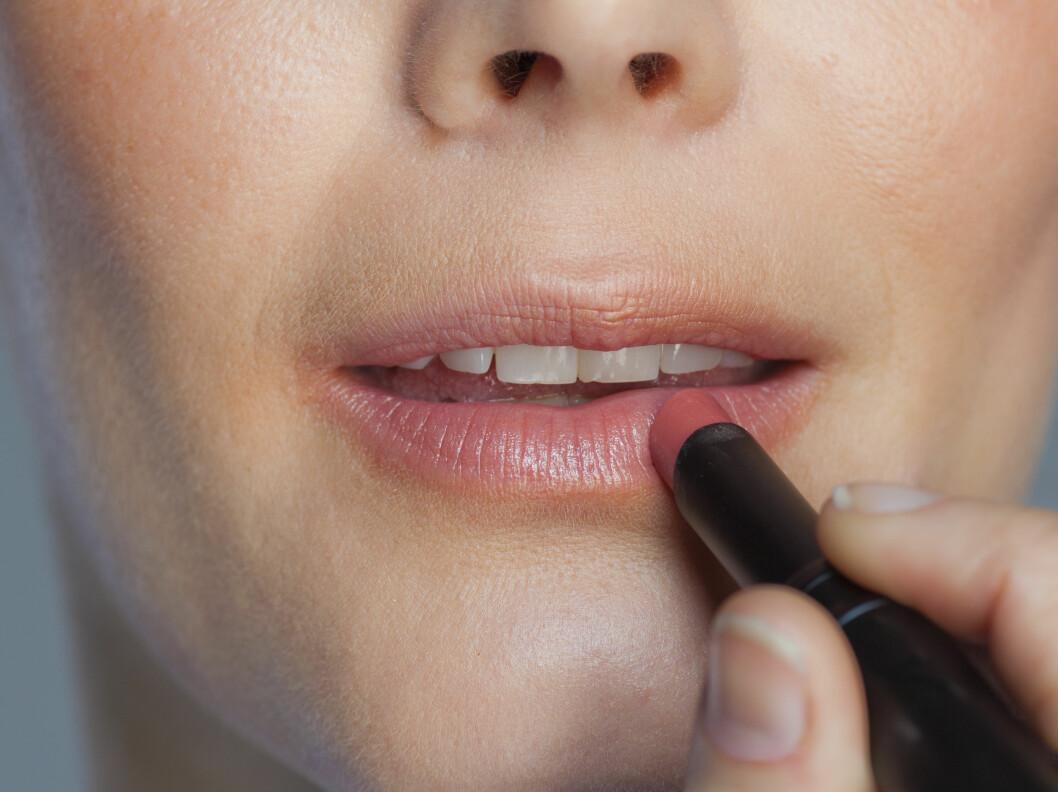 <strong>FLERE FUNKSJONER:</strong> En kremrouge kan også brukes på leppene, eller du kan velge en leppestift, en farget balm eller en lipgloss for å gi leppene en frisk farge. Foto: Astrid Wallar