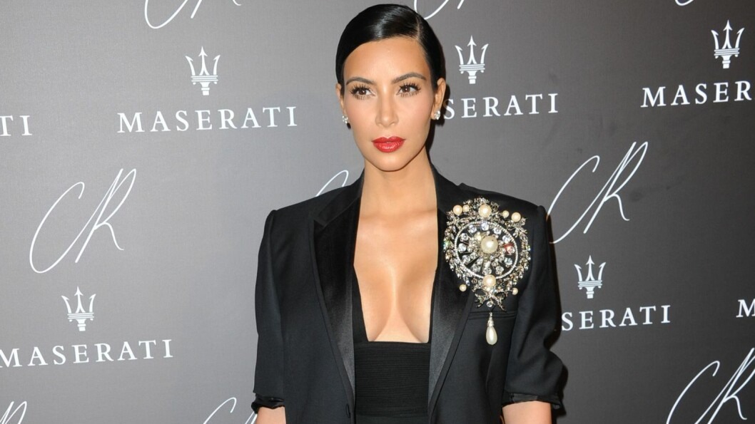 VÅGAL UTRIGNING: Kim Kardashian valgte et dristig antrekk da hun stilte opp på fest under Paris Fashion Week.  Foto: All Over Press