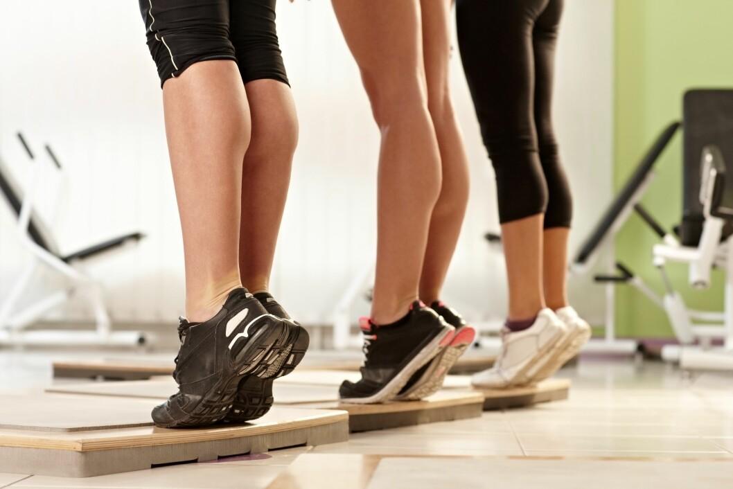 KOMBINER MED STYRKETRENING: I tillegg til å trene kondisjon er det også viktig å trene styrke. En god øvelse for deg som løper mye er å ta tåhev.  Foto: nyul - Fotolia