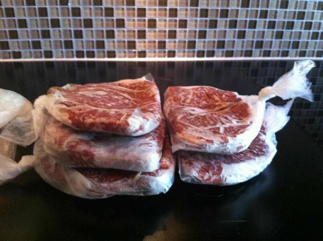 FRYS NED: Enten det er middagsrestene fra dagens middag eller kjøttdeig som er blitt til overs kan du spare mye penger på å fryse ned matrester. Foto: Stine Tunstrøm