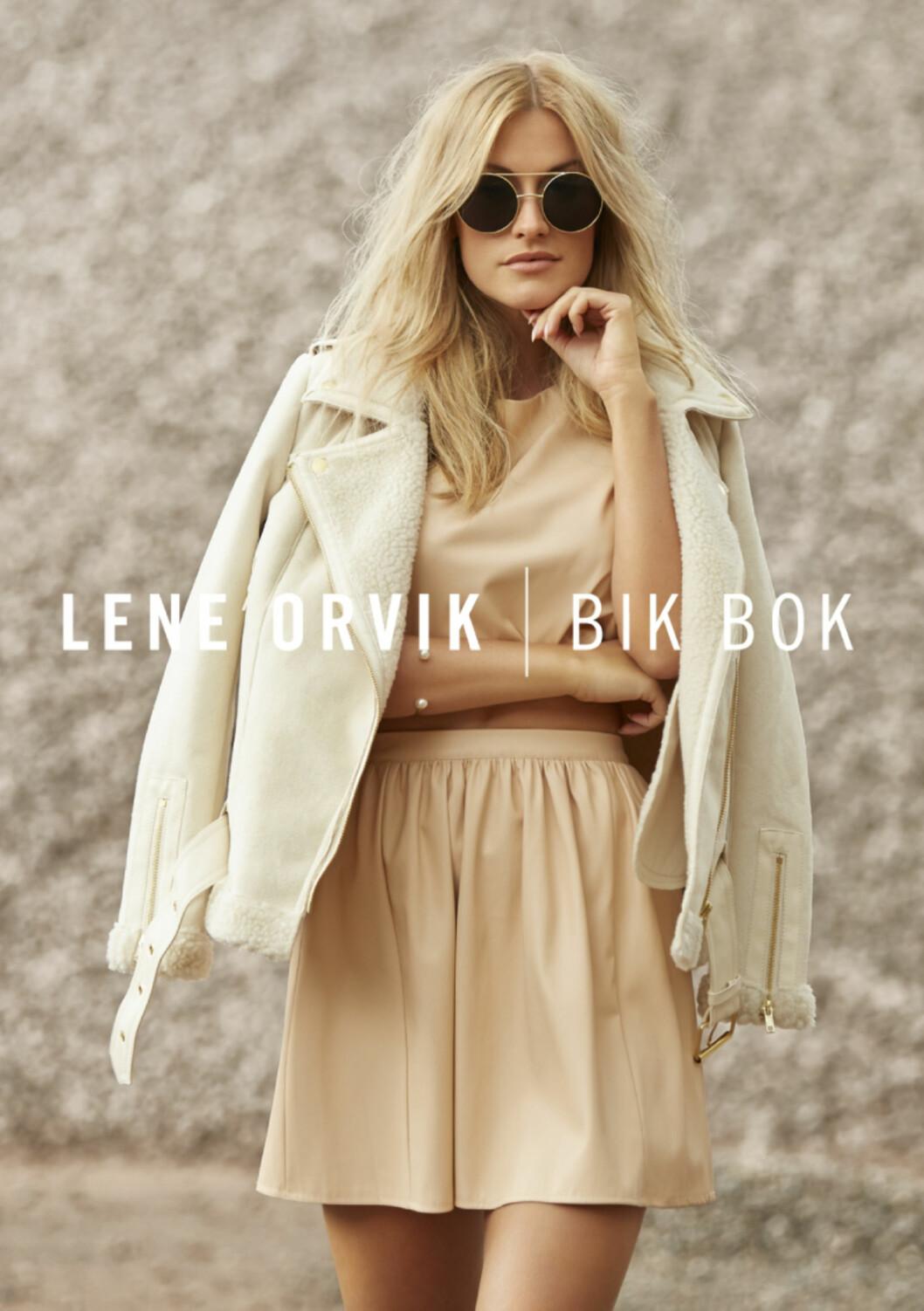 <strong>I DUSE FERSKENFARGER:</strong> Lene Orvik i kjole og jakke i ullblanding fra sin Bik Bok-kolleksjon. Foto: Thomas Qvale