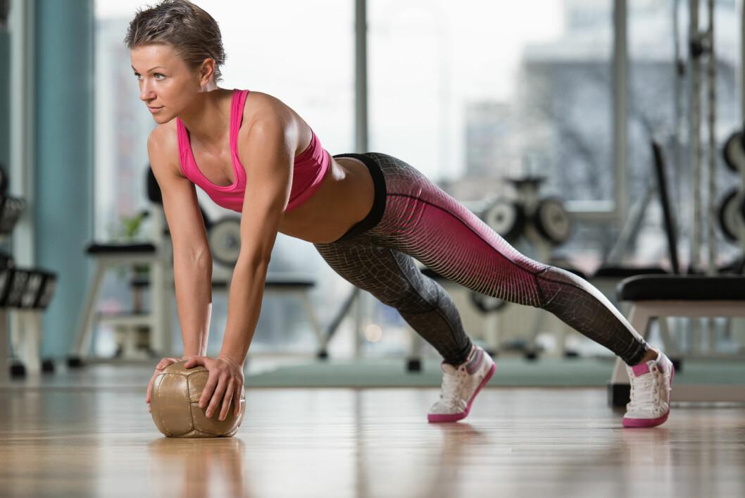KJERNEMUSKULATUR: Fremfor øvelser som fokuserer på enkelte magemuskler, er det bedre å trene kjernemuskulatur som også er svært bra for ryggen din.  Foto: Jasminko Ibrakovic - Fotolia