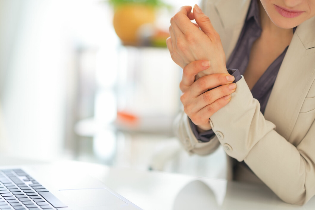 STIVE LEDD: Ledd i fingrene, håndledd, tær og knær er hyppigst rammet av leddgikt.  Foto: Alliance - Fotolia
