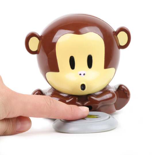 Blåseapen vier sitt liv til å tørke neglelakken din, skriver CoolStuff.no. Legg fingrene på apens lille bananplate, så begynner den å blåse neglelakken din tørr og fin, kr 99.  Foto: Produsenten