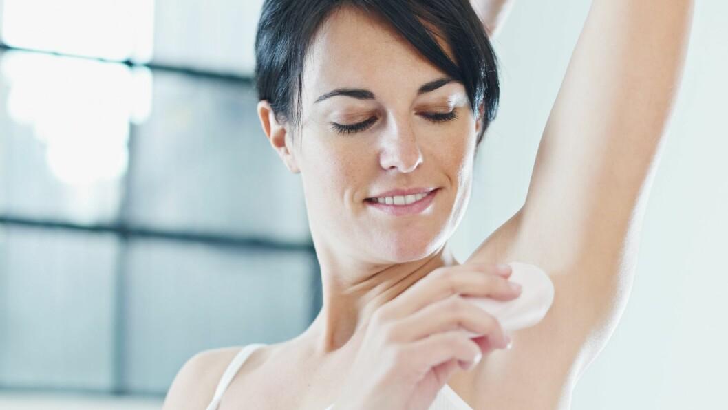 DROPPE DEODORANTEN? Hvis du svetter lite kan en god vask med såpe være nok, ifølge hudlege.