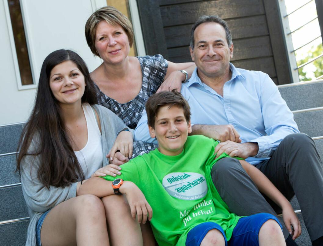 <strong>Ny energi:</strong> Hele familien Mayo har fått en bedre hverdag med lavkarbokost – bedre helse, normal vekt, mer overskudd, bedre søvn og jevnere humør. F.v. yngste datter Sarah, mamma Hanne og sønnen Ronen og pappa Juval.