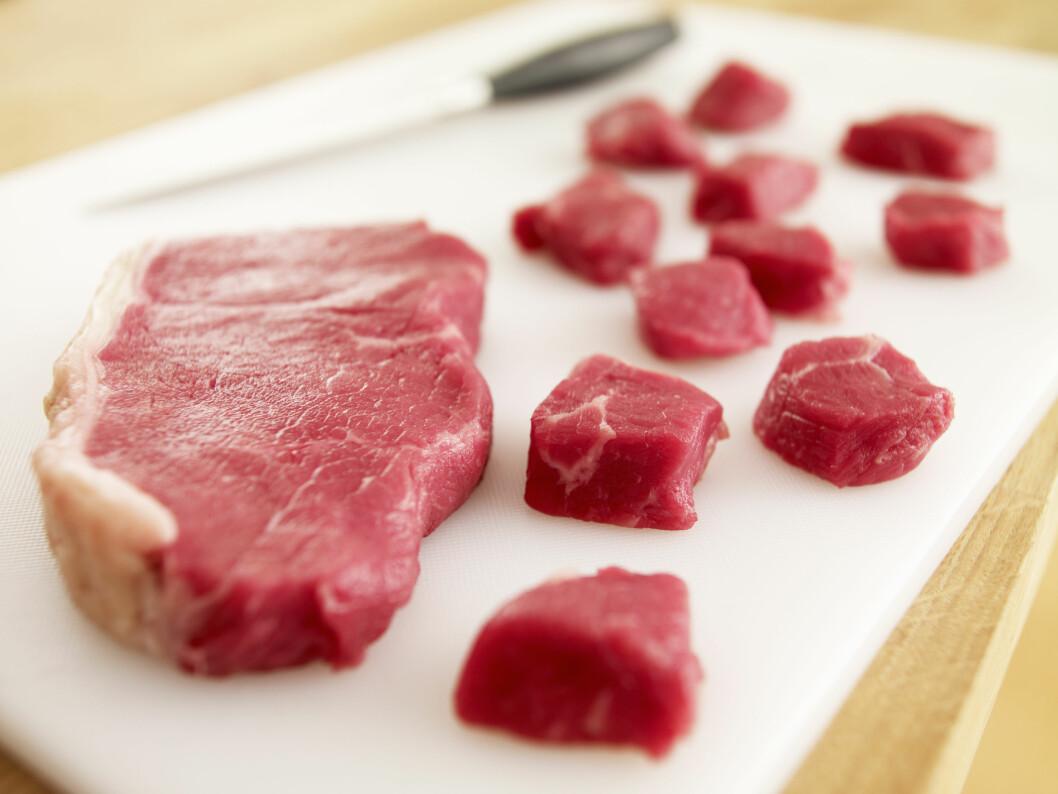 KJØTT KAN GI TREG MAGE: Et høyt inntak av kjøtt vil føre til at ufordøyd protein skaper en tarmmasse som kan gi forstoppelse. Foto: REX/OJO Images/All Over Press