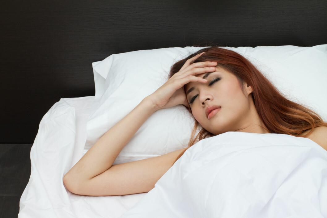 UT AV SENGA: Dersom svimmelheten ikke skyldes noe alvorlig, er det ingen grunn til å bli liggende i sengen. Bevegelse være en fin måte å få balanse og svimmelhet i sjakk på. Foto: 9nong - Fotolia