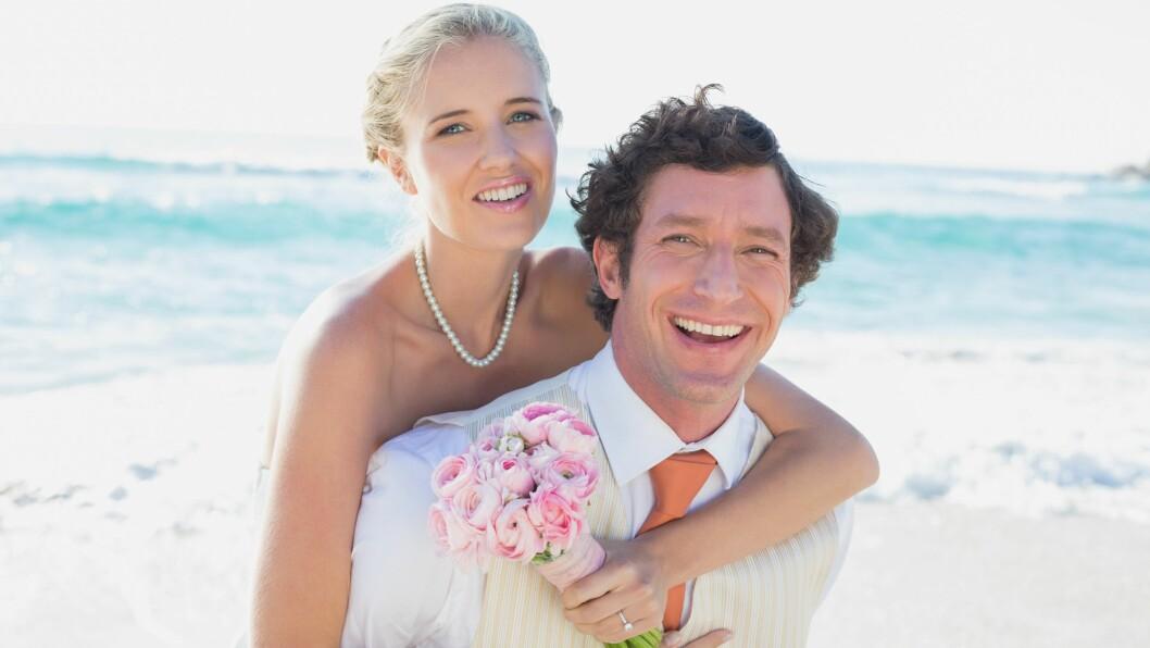 EKTESKAP: Ifølge ekspertene kan det være lurt å vente med ekteskap til den mest intense forelskelsen har gått over. Foto: (c) LightWave/Corbis/All Over Press