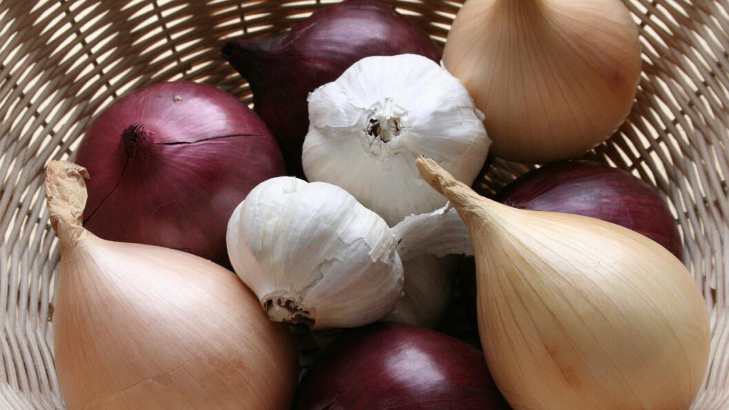 LØK: Ikke bry deg om løkånden, den smakssterke grønnsaken er svært helsebringende.   Foto: All Over Press