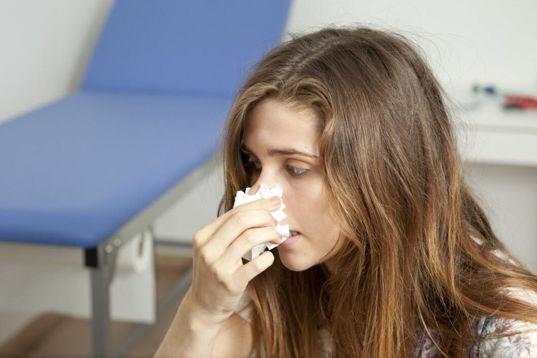 <strong>HOS LEGEN:</strong> Har du blitt avhengig av nesespray kan det være lurt å ta dette opp med legen din, som blant annet kan tilby behandling med kortisonholdig nesespray over 6-8 uker. Foto: REX/Media for Medical / UIG/All Over Press
