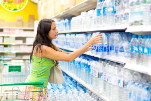 STORT VANNUTVALG: Nå om dagen finnes det utallige varianter av smaksatt vann med kullsyre. Foto: Art Allianz - Fotolia