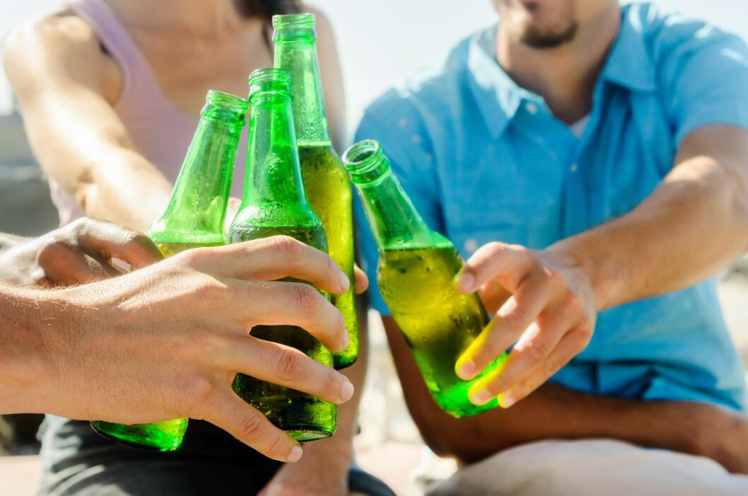 FERIEFYLLA: Når vi er på ferie drikker vi mye mer enn det vi ville gjort hjemme, og dette går hardt ut over vekten vår. Foto: jillchen - Fotolia