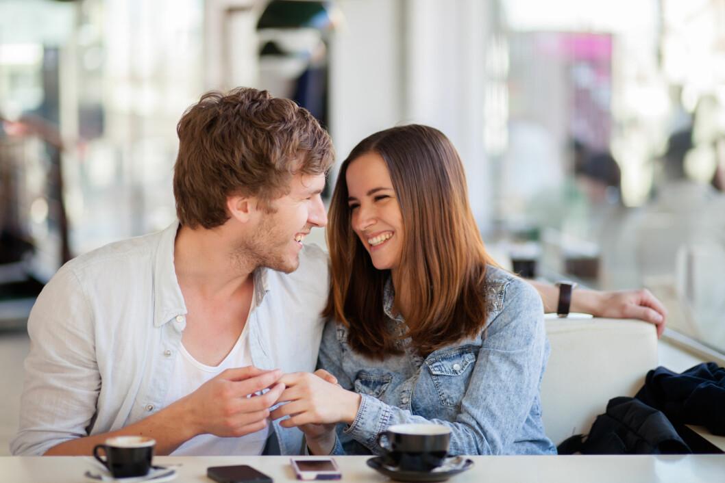 IKKE PINLIG: Å ha hatt kontakt via nettet før første date kan være en genial måte å slippe pinlighet på! Foto: berc - Fotolia
