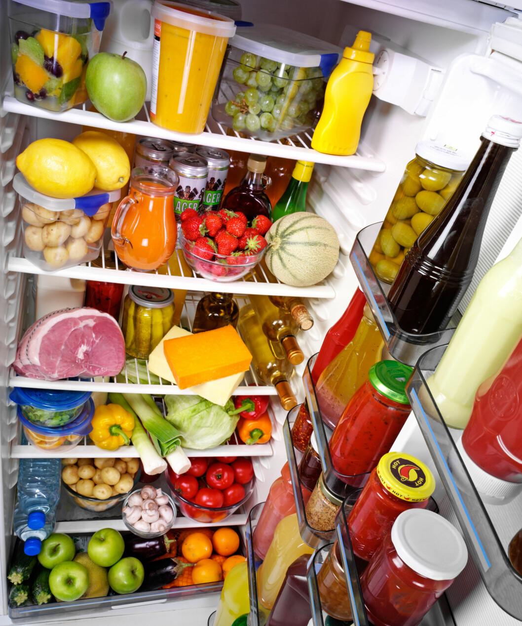 STABILT: Kjøleskap er laget for å holde riktig temperatur og luftfuktighet uavhengig av årstid, slik at matvarer holdes friske så lenge som mulig.  Foto: foodfolio / Alamy/All Over Press