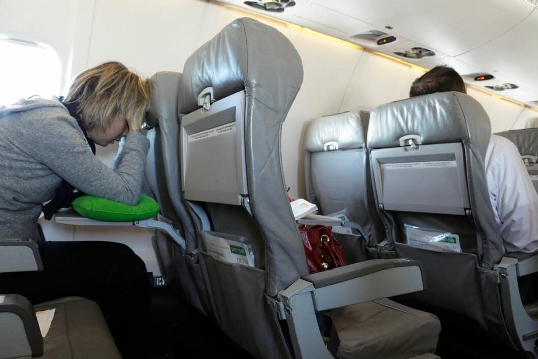 UVEL: Den største risikoen for å bli syk etter en flytur skyldes først og fremst at mange mennesker sitter tett innpå hverandre. Og sitter du ved siden av en person som er syk er du ekstra utsatt. Foto: Oote Boe 2 / Alamy/All Over Press