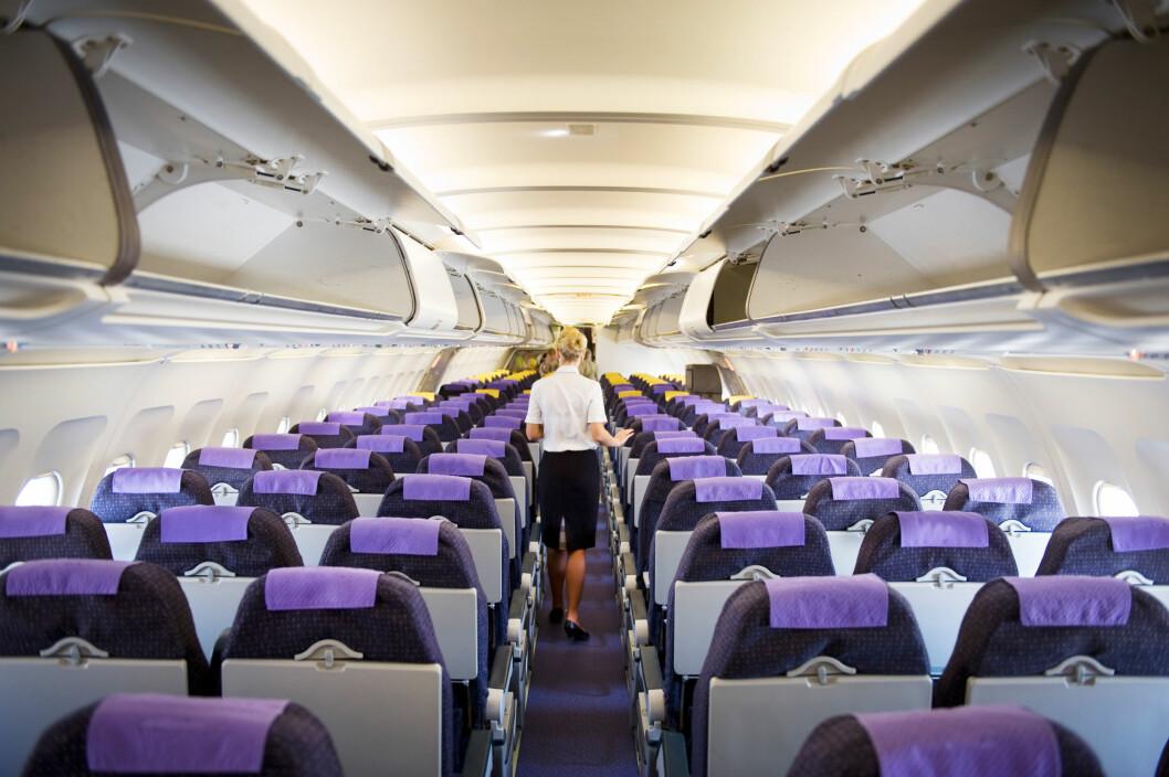 RENGJØRING: Flyselskapene har heldigvis vaskerutiner mellom flyturene og i løpet av natten, som minsker risikoen for smitte.  Foto: lee avison / Alamy/All Over Press
