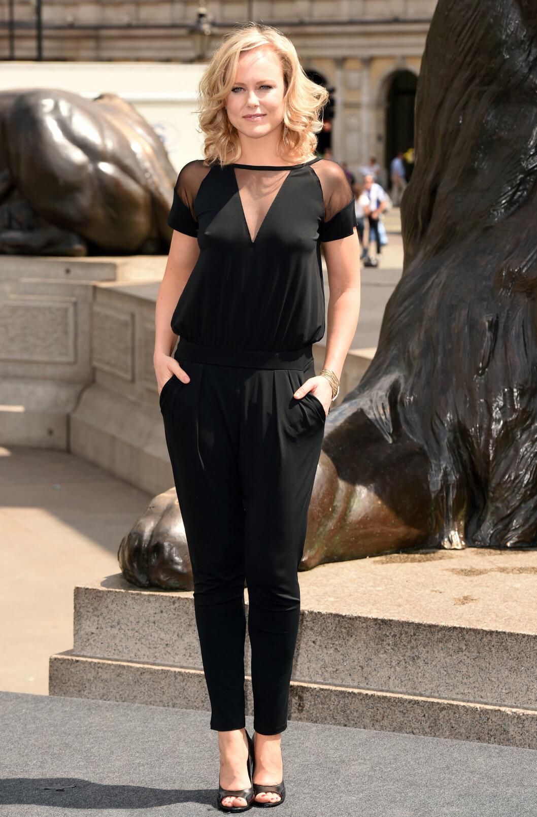 I LONDON: Da Herclues-teamet skulle promotere den kommende filmen, hadde Berdal valgt en en sort, sexy jumpsuit. Det enkle designet ble interessant og hakket frekkere med de transparente partiene. Foto: All Over Press