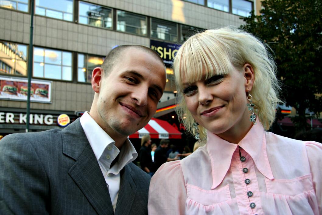 I 2006: På premieren av filmen Sønner sammen med Anders Danielsen iført rosa, sukkersøt skjorte med puffermer. Foto: All Over Press