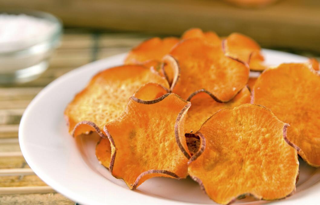 SØTPOTET: Det kan ved første øyekast se ut som helt vanlig potetgull med paprikasmak, men dette er altså deilige chips av søtpotet.