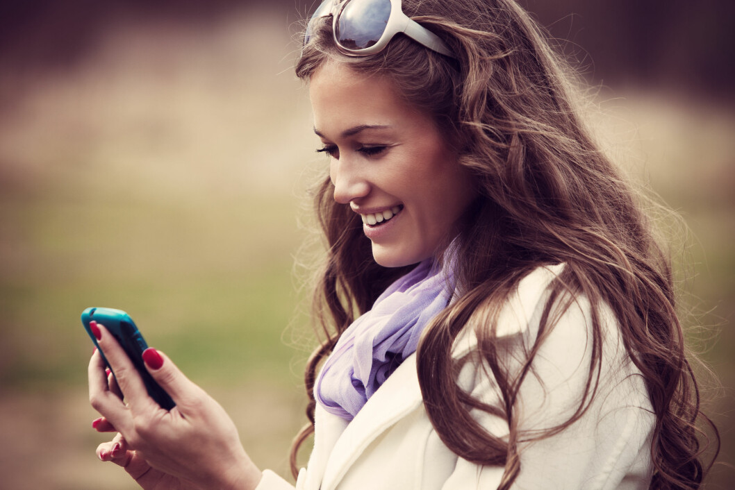 GÅR DET VIRKELIG AN?: Flere og flere finner kjærligheten via mobilen. Kanskje det er verdt et forsøk? Foto: Coka - Fotolia