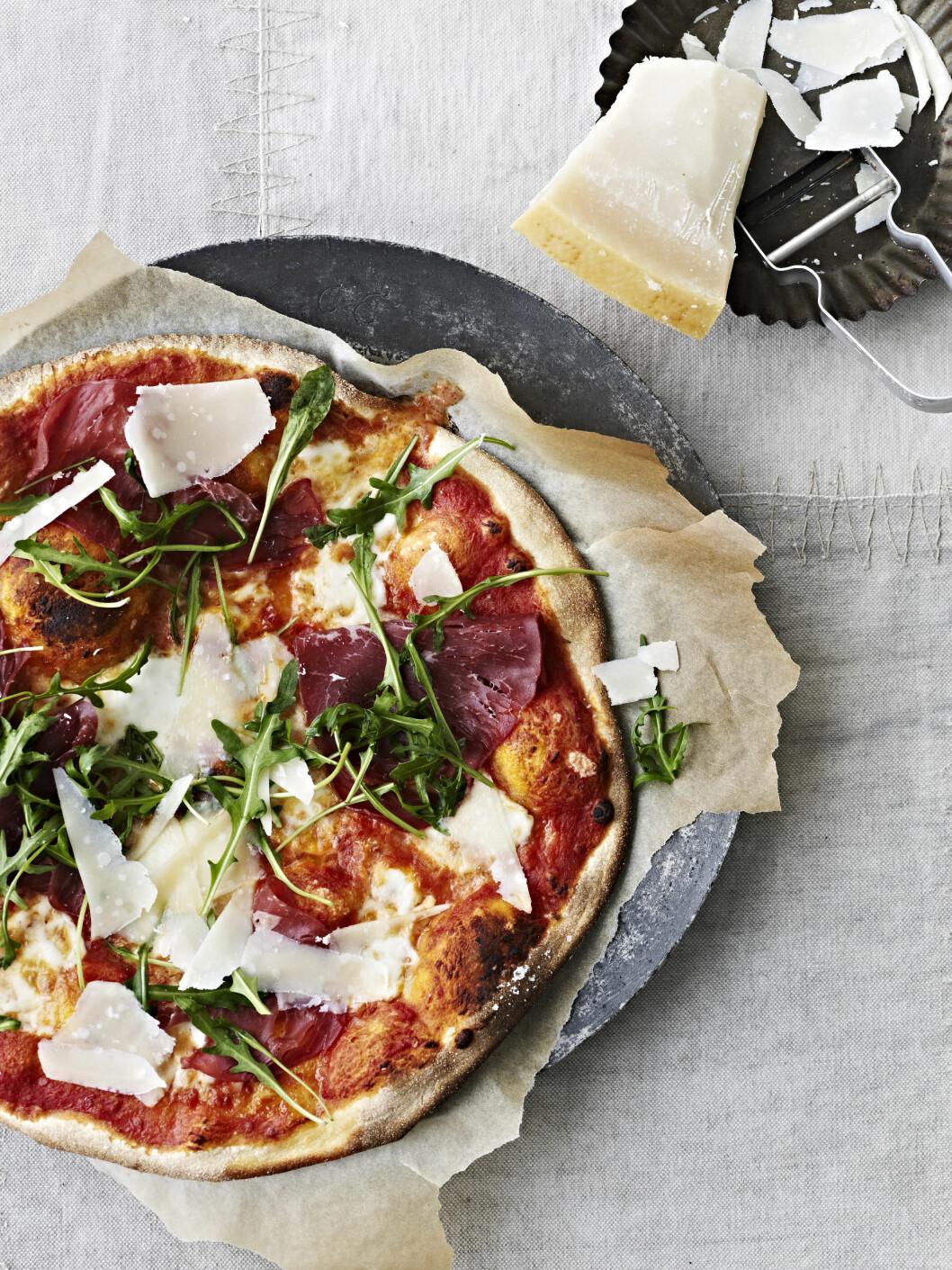 TORSDAGSPIZZA: Denne spennende pizzaen vil være til glede for hele familien!  Foto: All Over Press