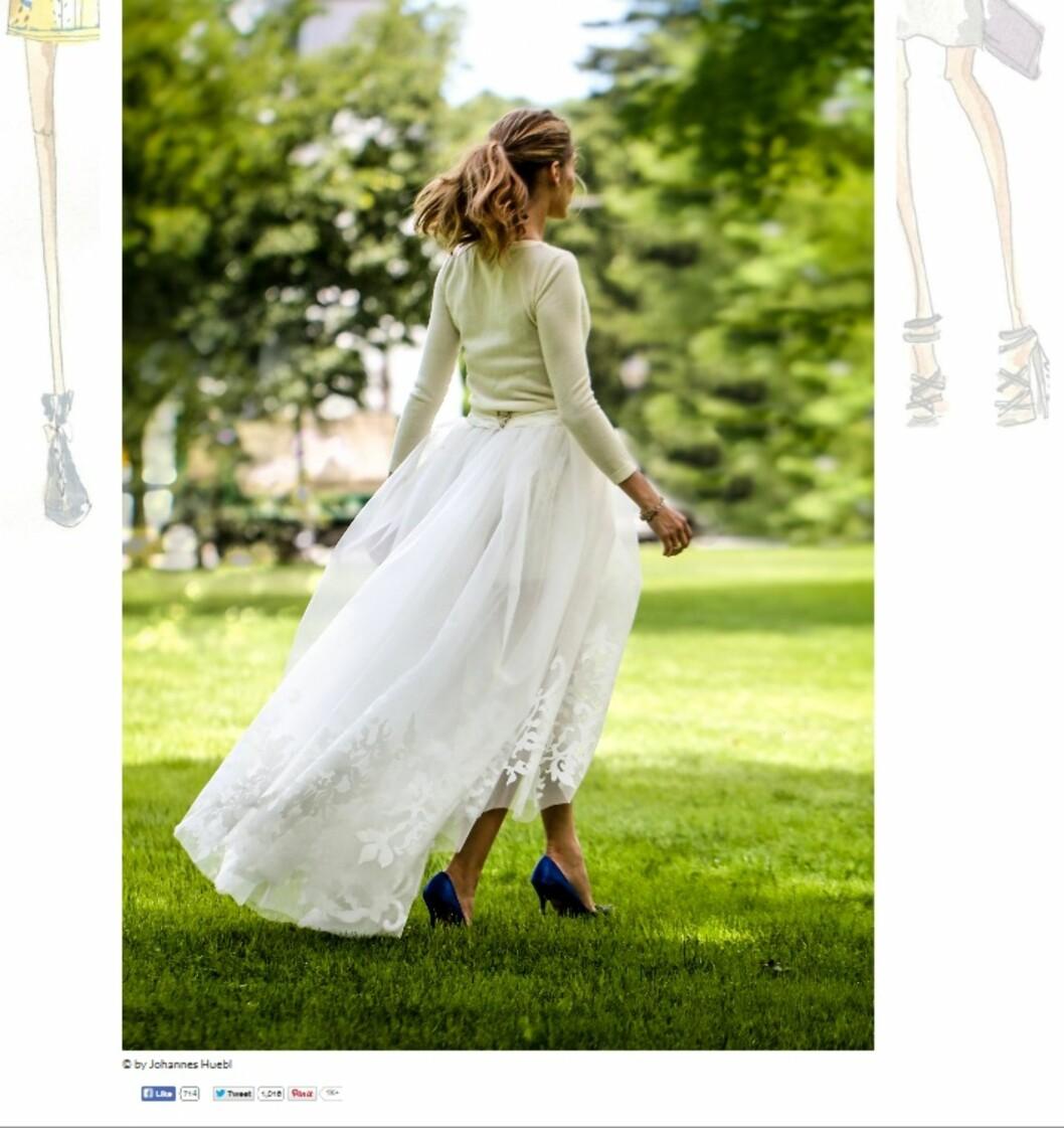 KASMIR OG TYLL: Brudekjolen besto av en kasjmirgenser og en hvit shorts dekket av et tyllskjørt. Legg merke til de blåe skoene! Foto: Oliviapalermo.com