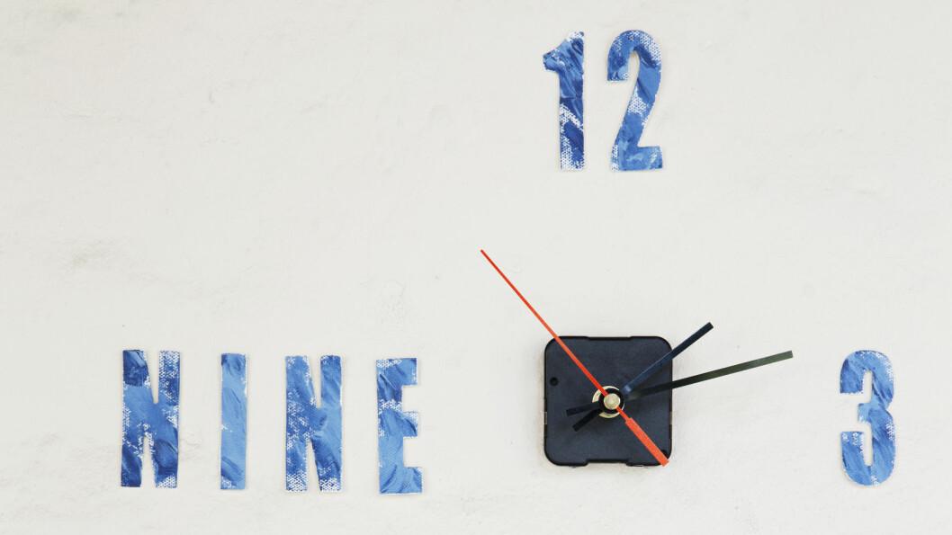 BLÅTT: Sjekk denne superkule klokken! Den kan du lage helt selv, helt enkelt. Foto: Yvonne Wilhelmsen