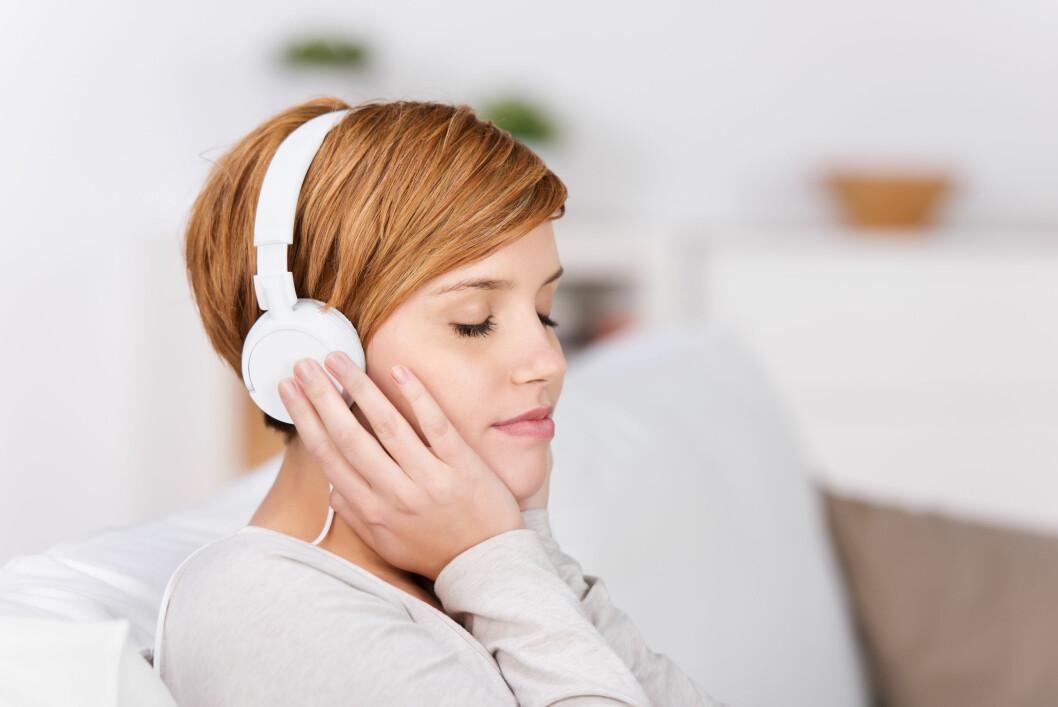 HØY MUSIKK: En av årsakene til at mange unge mennesker rammes av tinnitus er at de utsetter ørene sine for mye høy musikk.  Foto: contrastwerkstatt - Fotolia