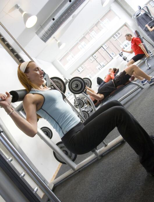 – Det gjelder å trene tung styrketrening for hele kroppen for å forbrenne fett, helst med fokus på store baseøvelser som knebøy og markløft, sier personlig trener Linda Marie Stuhaug.