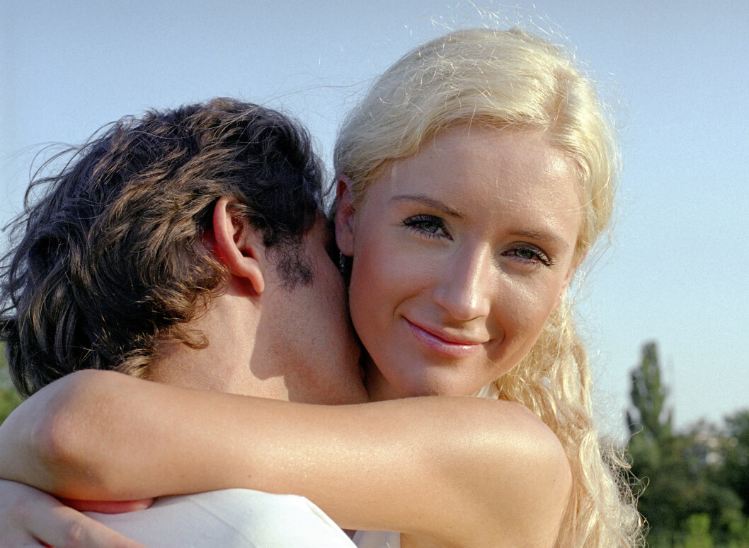 romantic couple of young man and woman Foto: All Over Press