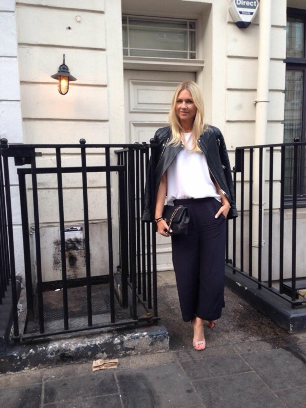 LIKE BEHAGELIG SOM EN PYSJ: KKs mote- og skjønnhetsredaktør Silje Pedersen elsker løse og lette sommerbukser - nesten som å gå i pysj, bare mye finere. Foto: KK