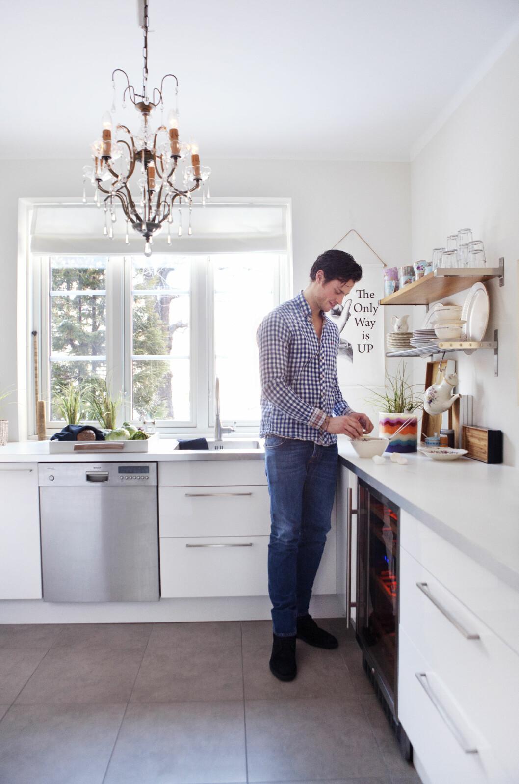 LYST: Kjøkkenet er lyst og romslig. Foto: Yvonne Wilhelmsen