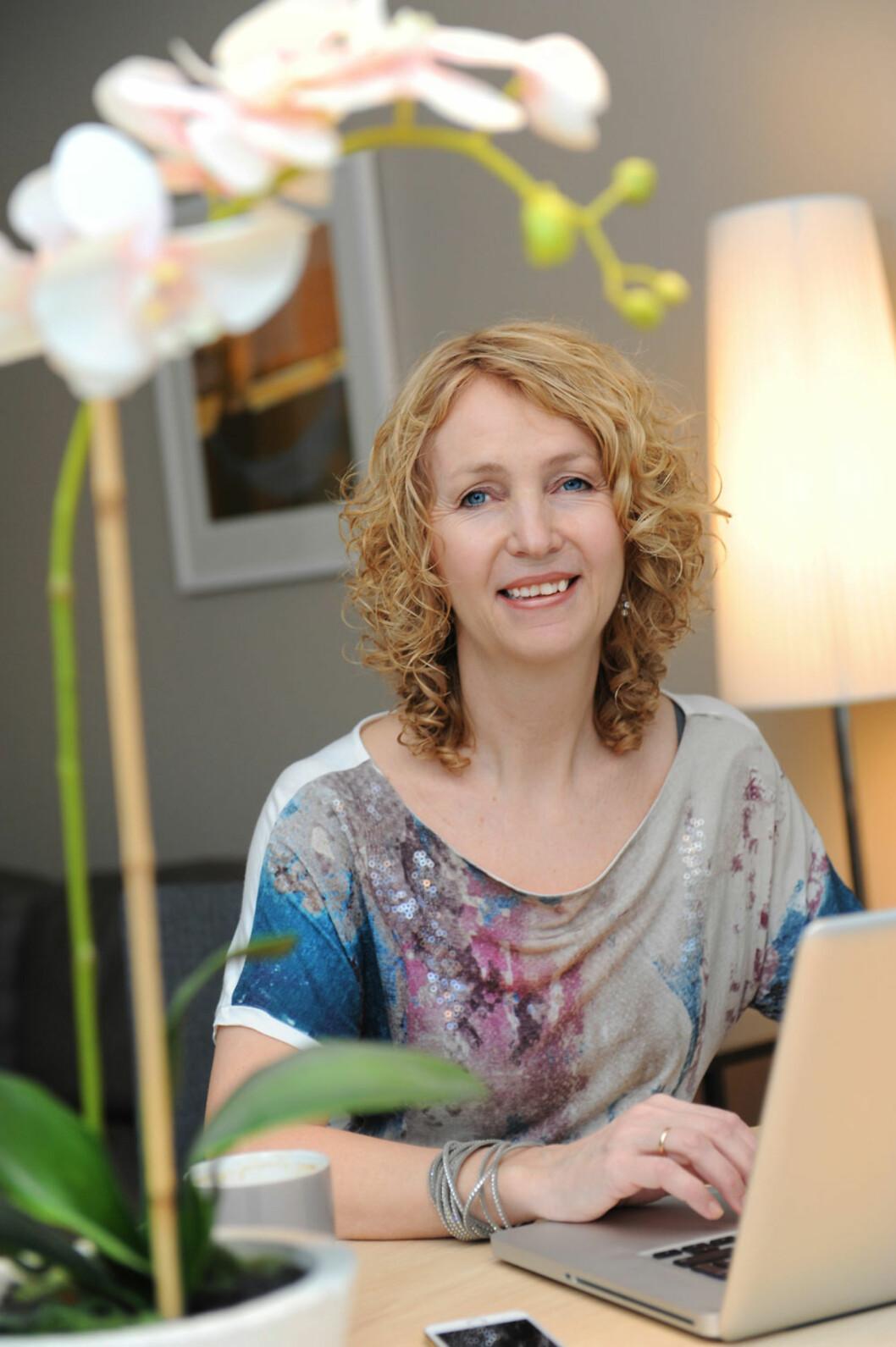 NETTVERK: Elin har hatt stor nytte og hjelp av MS-pasienter i andre land - via internett.