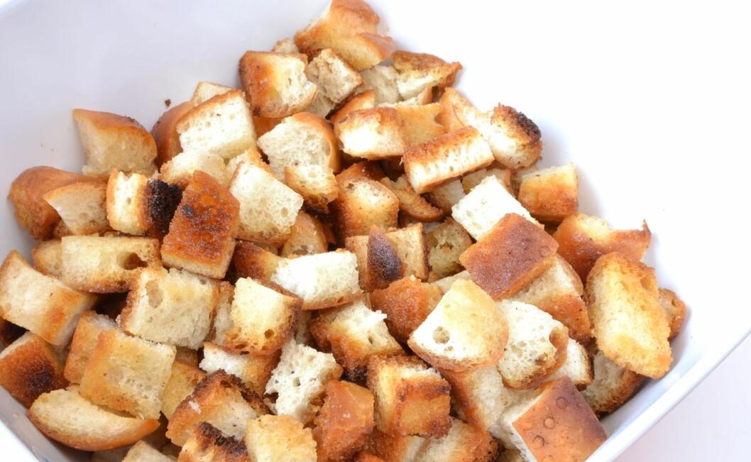 <strong>KRUTONGER:</strong> I stedet for å kaste tørt brød kan du for eksempel lage krutonger til å ha i salater eller supper.  Foto: robert6666 - Fotolia