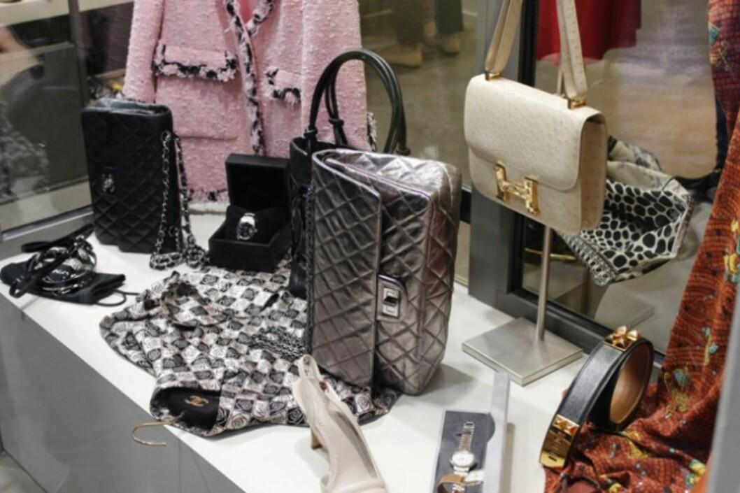 VINTAGESKATTER: Nydelig tilbehør hos WK accessoires i rue du Marché Saint-Honoré i Paris. Foto: Silje Pedersen